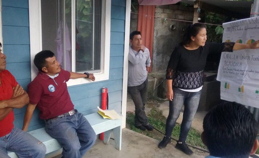 Community facilitators Inés and Caralampio sharing findings from a survey in Puerto Rico, Chiapas, Mexico (2018). Photo: Alejandra Guzmán Luna