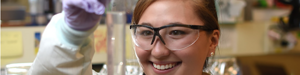 Biomedicalengineering student in lab