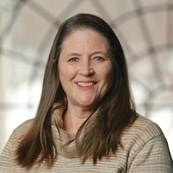 Cindy Leonard headshot