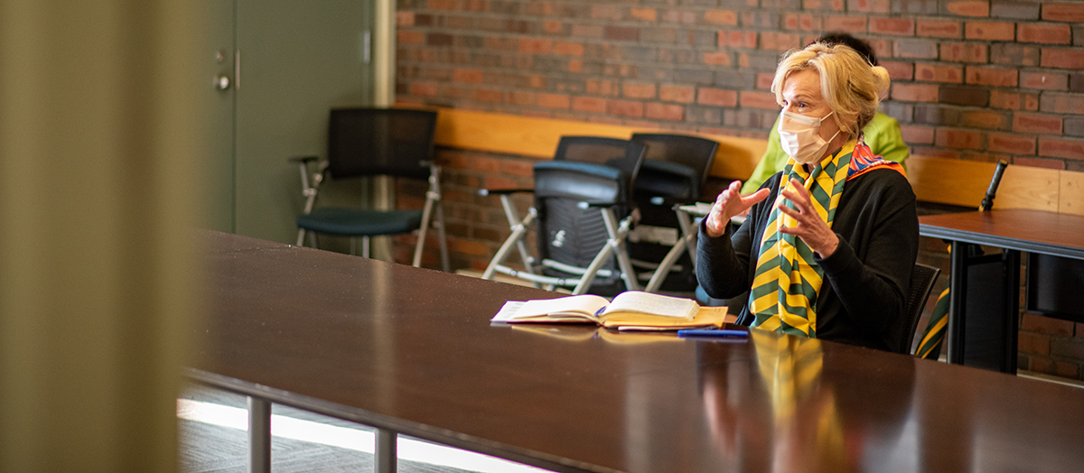 Dr. Deborah Birx speaks to group of health experts in a University of Vermont classroom