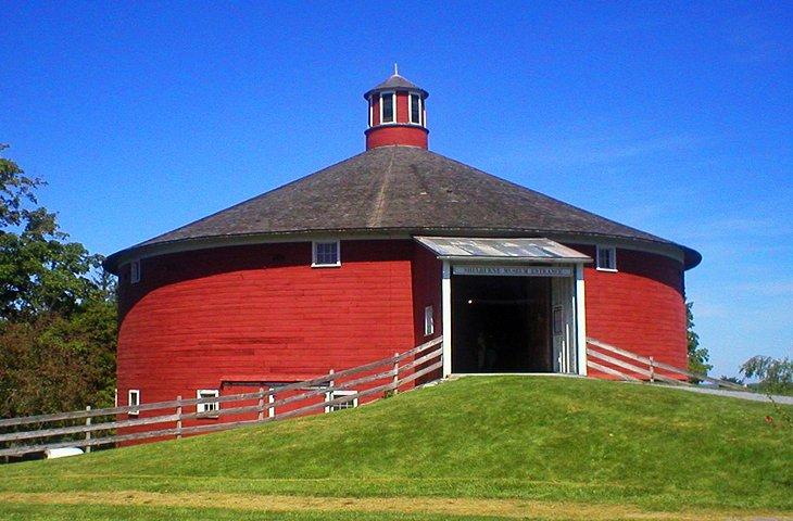 shelburne museum barn