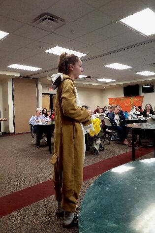 4-H'er Eva Joly presented a talk on a 600-mile endurance horse race