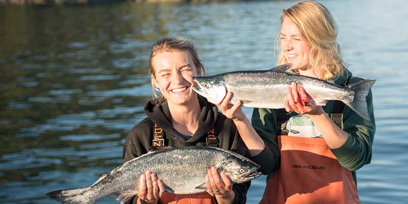 Claire Neaton (left) and sister Emma Teal Laukitis, with fish
