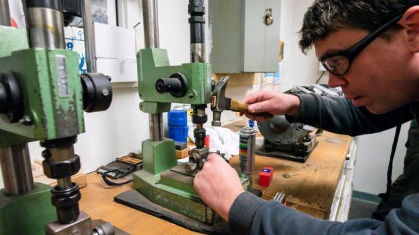 locksmith cutting a key