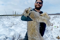 Student holds lynx