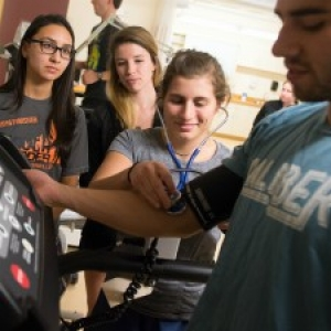 DPT students in exercise physiology lab