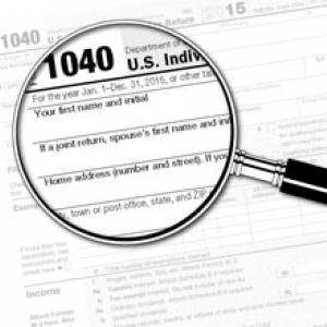 magnifying glass over form 1040