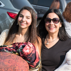 mom and daughter visit campus