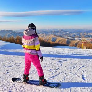 A woman snowboarding