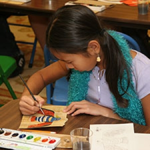 A young studetn taking part in an art activity class.