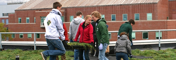 Students install green roof on Aiken Center