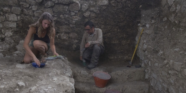 students and Mark Usher on a dig in italy