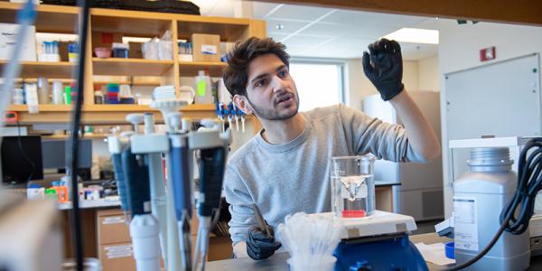 Daron Forohar in University of Vermont Larner College of Medicine Lab